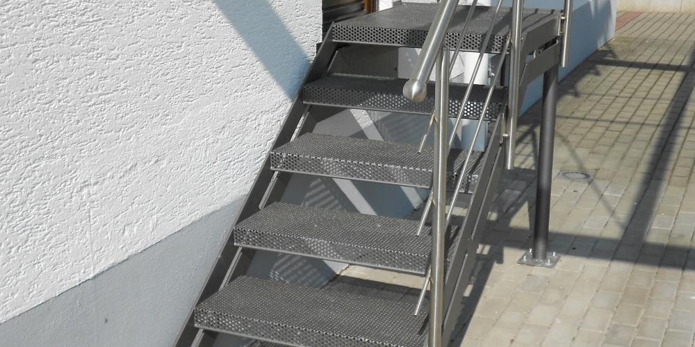 steinstufen au en natursteintreppen steintreppe treppe granit marmor treppen granit treppe. Black Bedroom Furniture Sets. Home Design Ideas