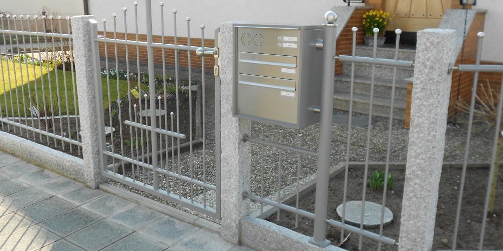 Tor 228 Tür / Zaun / Briefkasten Anlage Granitsäulen Mit Rabattensteine